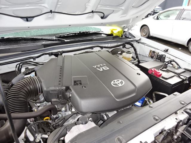 米国トヨタ タコマ ダブルキャブSR-5新車並行本革S左H6速MT後期型HID