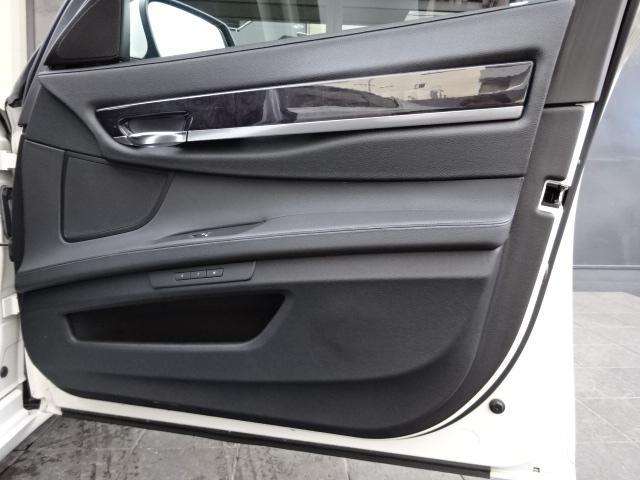 BMW BMW 740I 社外19インチAW黒本革Sサンルーフ正規D左H
