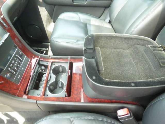 キャデラック キャデラック エスカレード AWD 黒革・サンルーフ・24AW