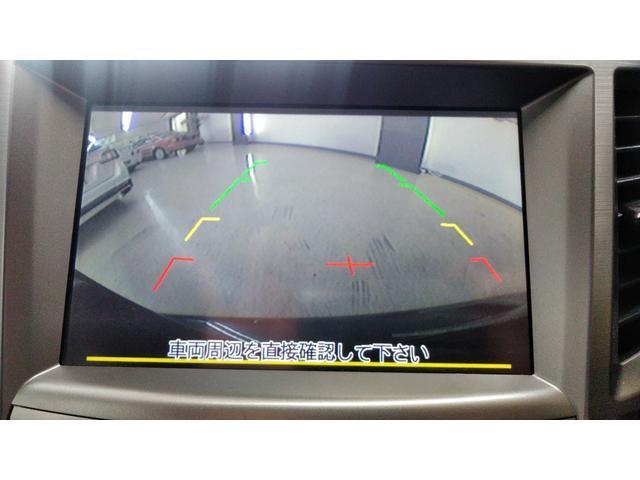 バックカメラ!後方の視界も見えて便利です。カラーモニターでナビ画面連動。見やすくなってます。