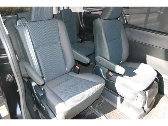 ★右側シートを後ろに移動した状態★
