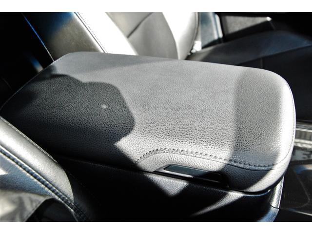 ★アームレストコンソールボックス★運転席側・助手席側のどちらからでも開閉することができます★