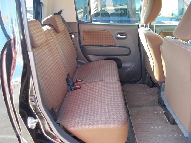 後部座席も広々座れます!シートリクライニング機能付!