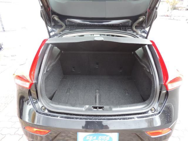 トランクにはたくさんの荷物が積めます。ゴルフやお買い物に行かれる方も安心して荷物が積めますので便利です。