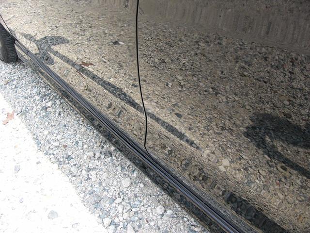 左側面に軽度の修理跡が御座います。走行には支障は御座いません。一度お客様の厳しい目でごチェックしてください!きっとご満足いただけると思います。