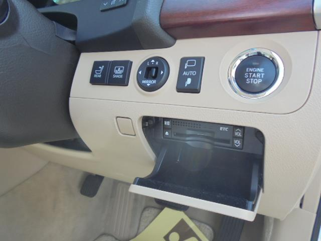 トヨタ クラウンマジェスタ Aタイプ サンルーフ HDDマルチ ブラインドカメラ