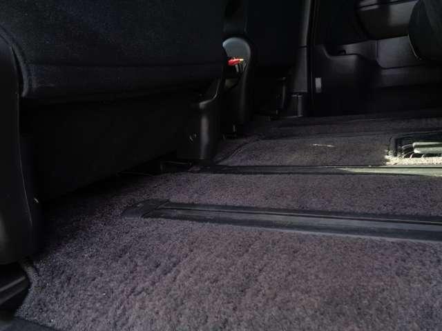 GエアロHDDナビスペシャルパッケージ 1年保証付 純正HDDナビ 後席モニター ETC バックカメラ DVD再生 CD再生 両側電動スライドドア HIDライト 純正アルミホイール 純正エアロ キーレス 3列シート 乗車定員7名 修復歴なし(60枚目)