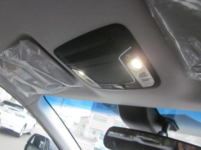 ホンダ ヴェゼル X  LEDライト 16アルミ