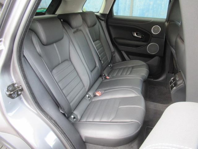 ●【お車の内装について3】リアシートも座り心地のいいシートでゆったり座ることができます♪