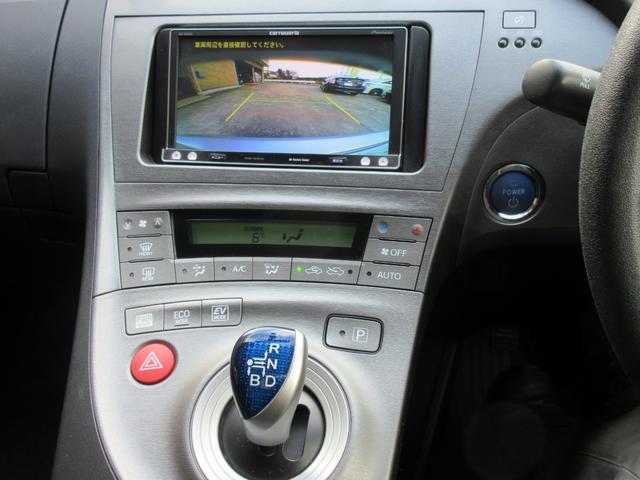 【バックモニター】バックカメラ付きで、事故防止に一役かいます。ナビのモニターで確認できますので、駐車が苦手な方にもおすすめです。