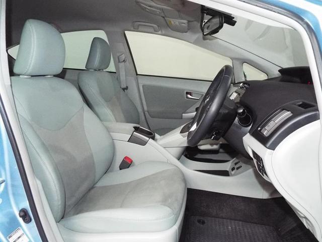 程よいホールド感でゆったり座れて快適なフロントシート。