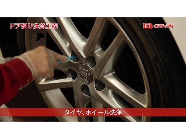 ブレーキカスなどで茶色くなっているとせっかくの車も汚れて見えますよね。こちらも洗浄液とブラシうを使ってきれいに洗浄します。