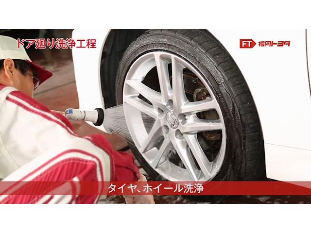 茶色い汚れが取れたらタイヤとホイール全体をきれいに洗浄します。