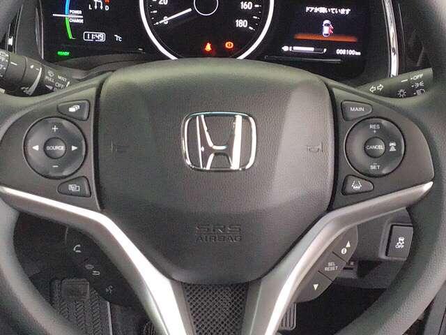 Hondaセンシング!追突軽減ブレーキ ミリ波レーダーで車間一定のアダプティブクルーズコントロールACC 車線維持支援システムLKAS等のスイッチはステアリングホイールに装備されています。