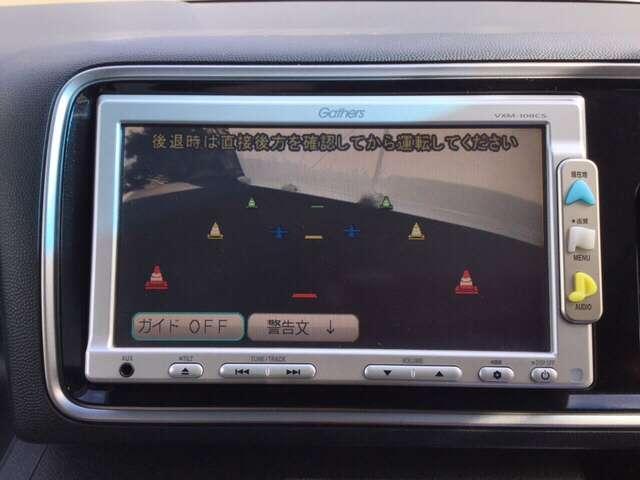 ガイド線表示機能付きのバックカメラで、バックでの車庫入れも安心です。