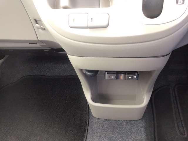 L SA メモリーナビ ワンセグTV 衝突軽減装置 横滑防止 エコアイドル エアコン キーレス ABS パワステ パワーウィンドー CD再生 ETC車載器 Wエアバッグ(12枚目)