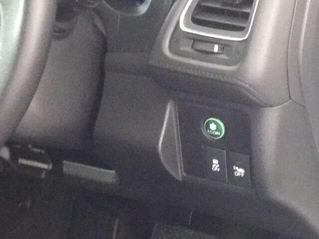燃費を抑えるECON、横滑りを防ぐVSA等のスイッチ類は、運転席右側にあります。