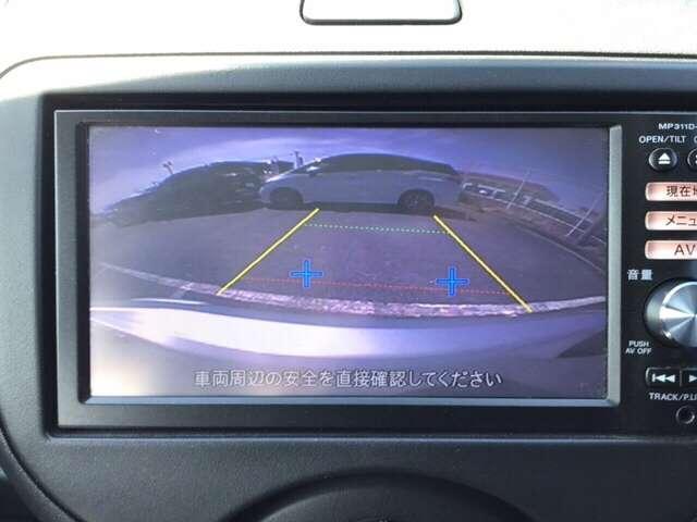 バックも安心のバックカメラ付いています。バックカメラがあると、いつでも安全にバックできますね。死角も減ります。