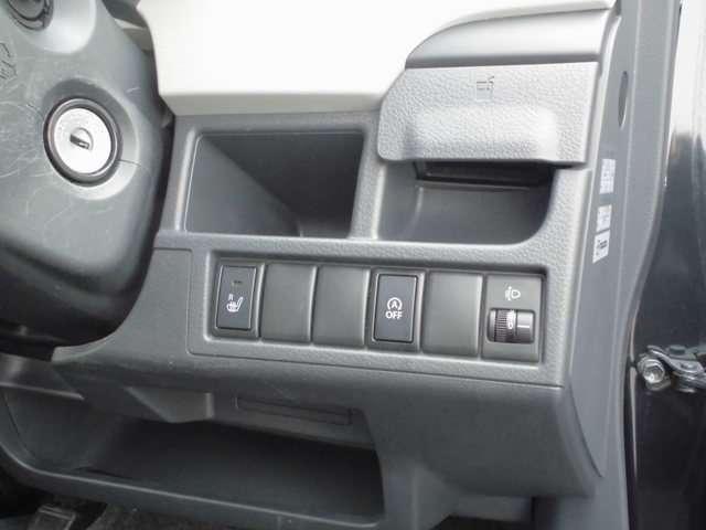 運転席シートヒータースイッチは運転席右下についています!