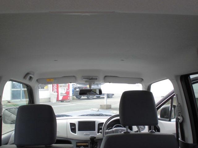 天井も綺麗で車内は特に気になる臭いなどもございません。