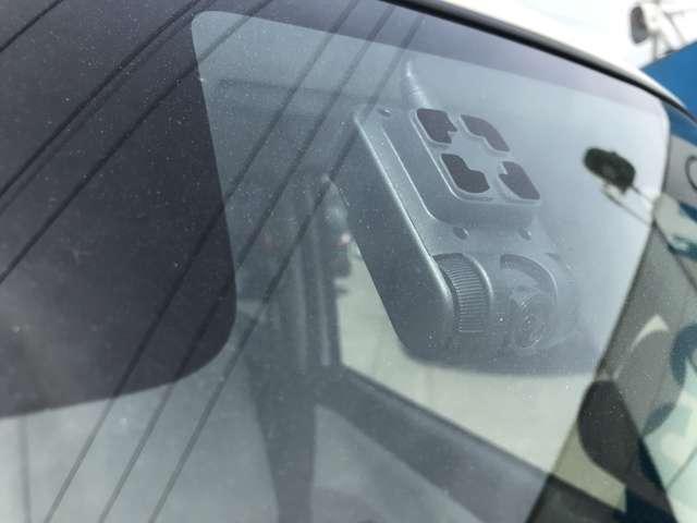 ドライブレコーダーが装備されています。録画機能をお使いの場合はマイクロSDカードのご準備をお願いいたします。(SDカードは付属されていません。)