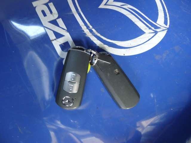 キーレス2個付いています。スマートキーなので鍵を取り出すことなく施錠・解錠・エンジン始動が可能です。