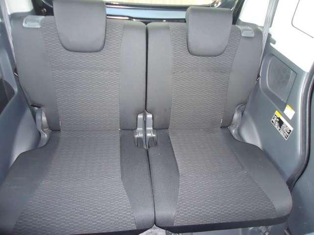 車内に大きなソファが2列あるような空間で、忙しい毎日にくつろぎの時間をお楽しみに。