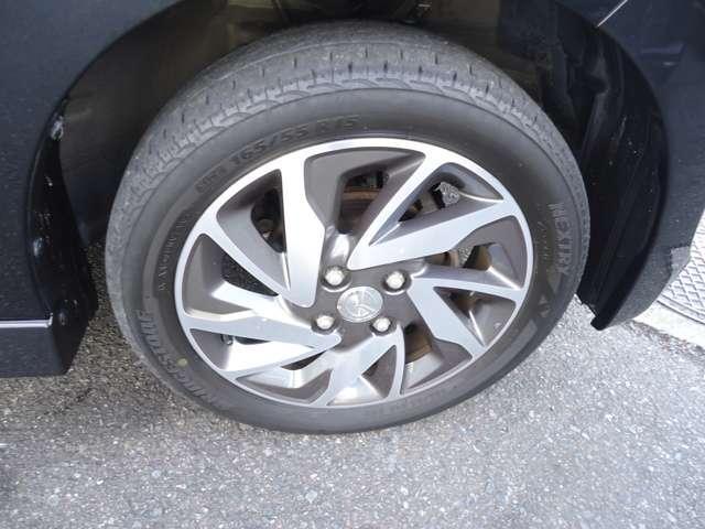 タイヤの溝もまだ大丈夫!消耗品部分で気になりますよね!新品タイヤをご希望の方は遠慮なく申し付けて下さい!!