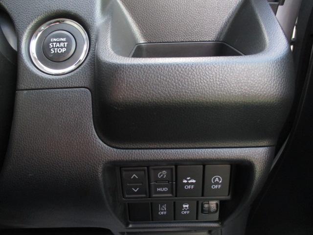 各機能の切り替えボタンは運転席から操作ラクラク。ブレーキを踏んでエンジンをかける【キーレスプッシュスタート】を装備。