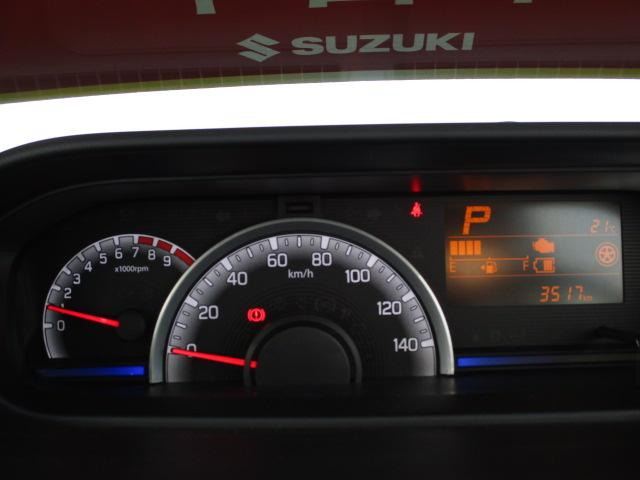 インパネセンターに多様な情報を伝える【マルチインフォメーションディスプレイ】をレイアウト。常時照明式自発光メーター。光の色でエコドライブをサポート【ステータスインフォメーションランプ】を装備。