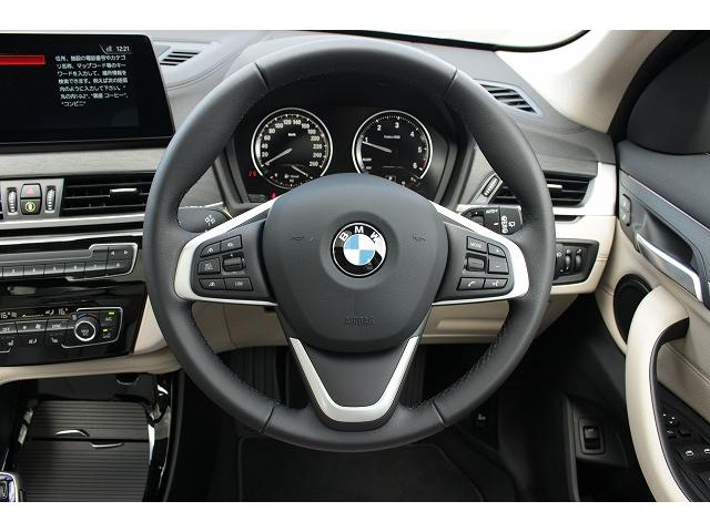 xDrive 18d xライン パノラマガラスサンルーフ オイスターレザー 19インチホイール LEDヘッドライト アクティブクルーズコントロール i-Driveナビゲーション バックカメラ USB/Bluetoothオーディオ 衝突警告ブレーキ(18枚目)