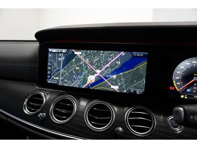 12.3インチの大画面で、見やすく使いやすいナビゲーションです。Bluetooth接続機能でハンズフリー通話が可能です。