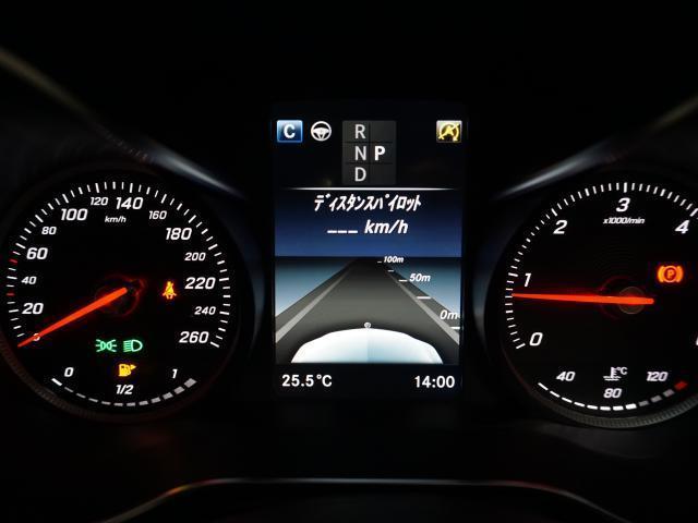 レーダーにより前を走る車を認識し、速度に応じた適切な車間距離を維持するディスタンスパイロットは、渋滞時や高速走行時の利便性とドライバーの疲労の軽減にも貢献します。