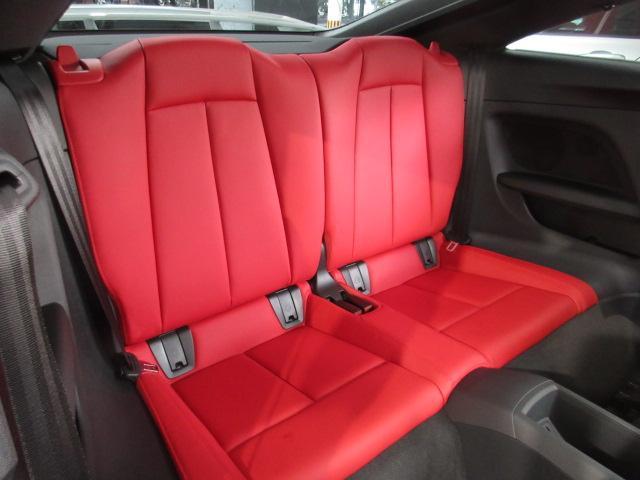 後部座席は使用感も少なく綺麗な状態です。