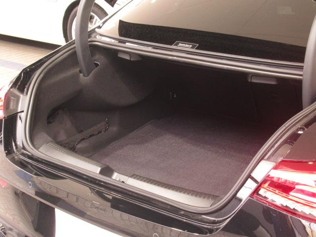 トランクの収納スペースも十分にございます。
