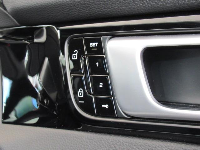 ベースグレード ディーラー車 5人乗 スポーツクノパッケージ ソフトクローズドア ACC スポーツテールパイプ PASM LEDヘッドライト サラウンドビューモニター 純正19AW ブラックレザーシート(17枚目)