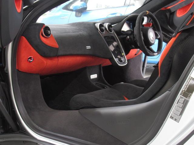ベースグレード 1オーナー ディーラー車 右ハンドル サーキット未走行車両 MOSカーボンルーフスコープ ソフトクローズドア フロントリフティング アルカンターラLTインテリア グロスブラックアルミホイール(4枚目)