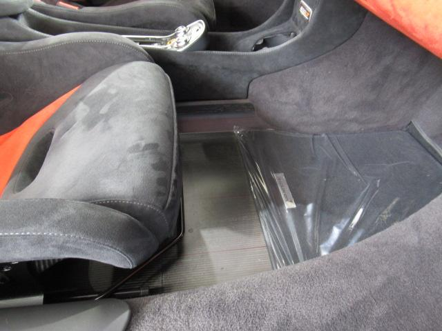 ベースグレード 1オーナー ディーラー車 右ハンドル サーキット未走行車両 MOSカーボンルーフスコープ ソフトクローズドア フロントリフティング アルカンターラLTインテリア グロスブラックアルミホイール(16枚目)