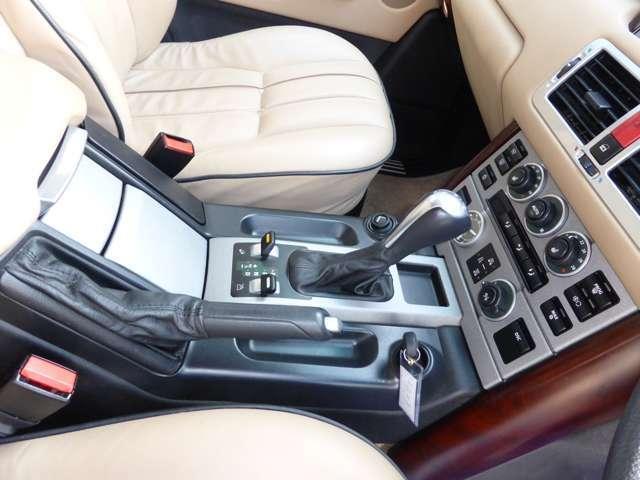ヴォーグ 4WD ベージュレザーサンルーフ(8枚目)