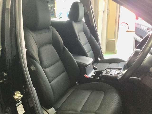 ☆フロント座席シート廻り☆ ☆ドライブを快適に楽しむための前席空間☆クルマとの一体感が心地よいフロントシート☆パワーシート付、ドライブポジションにより、快適なドライブが、楽しめます。