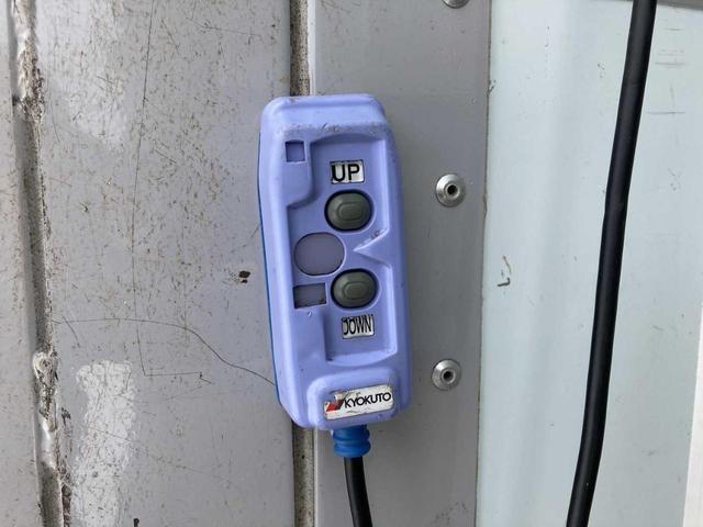 冷凍冷蔵庫・5MT(クラッチフリー スムーサーE)・-5℃まで冷凍・パワーゲート付き(600kg)・バックカメラ・パワーウィンドウ(12枚目)