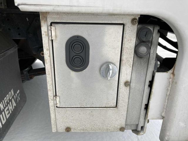 冷凍冷蔵庫・5MT(クラッチフリー スムーサーE)・-5℃まで冷凍・パワーゲート付き(600kg)・バックカメラ・パワーウィンドウ(21枚目)
