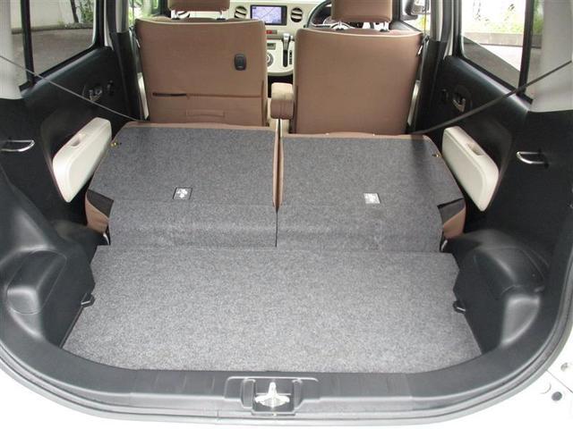 リヤシートは分割可倒タイプで様々な荷物に対応します