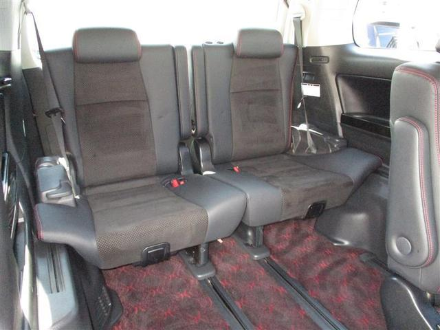 リヤシートもシートスライド&リクライニング機構で足元がワイドに取れます