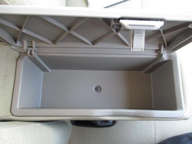 アームレスト内ボックス