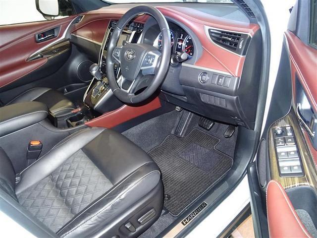大きく開く運転席、さぁドライブにでかけましょう!