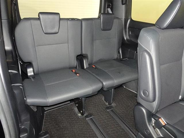 サードシートも十分な広さです。