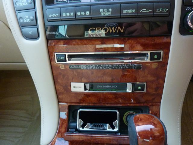 6連CDチェンジャー付きです♪お好きな音楽で快適ドライブ♪