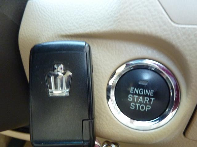 スマートキーはポケットやバックに入れたまま、ドアのロック アンロックやエンジン始動等が可能です♪楽々プッシュスタート式です♪T
