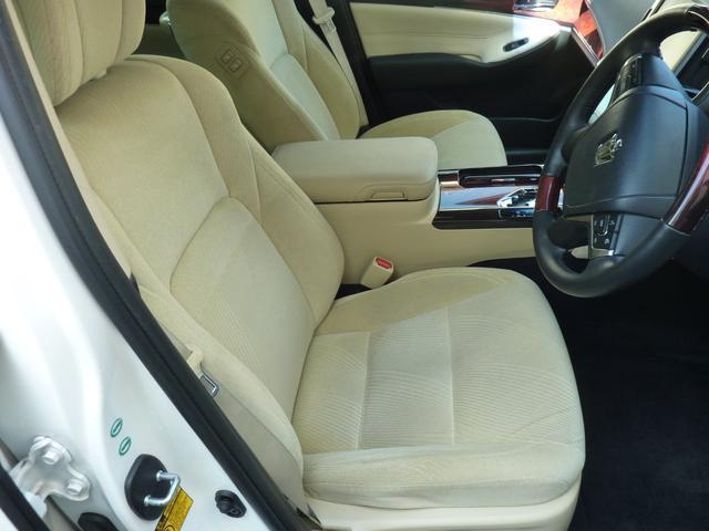 運転席はもちろん、助手席もパワーシートでシートヒーター装備です♪